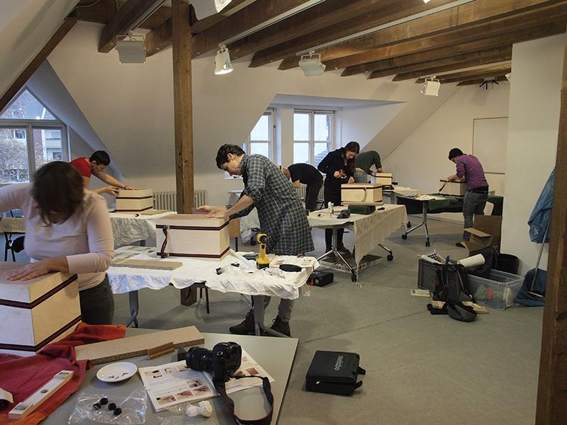 Cajon-Bau-Workshop | Kanten schleifen