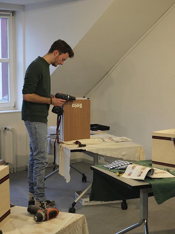 Cajon-Bau-Workshop | Füße anschrauben