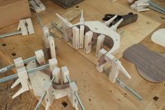 Cavaquinho bauen, frisch gebogene Zargen in Bauform verspannen