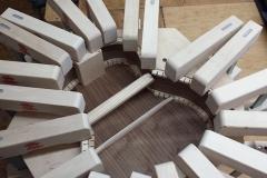 Cavaquinho bauen, Boden an Zargen leimen