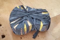 Cavaquinho bauen, Binding verleimen, mit Gummischnüren verspannt