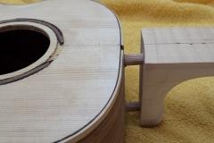 Cavaquinho bauen, Verbindung Hals und Body