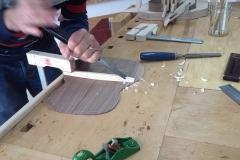 Cavaquinho bauen, Bodenbalken in Form bringen