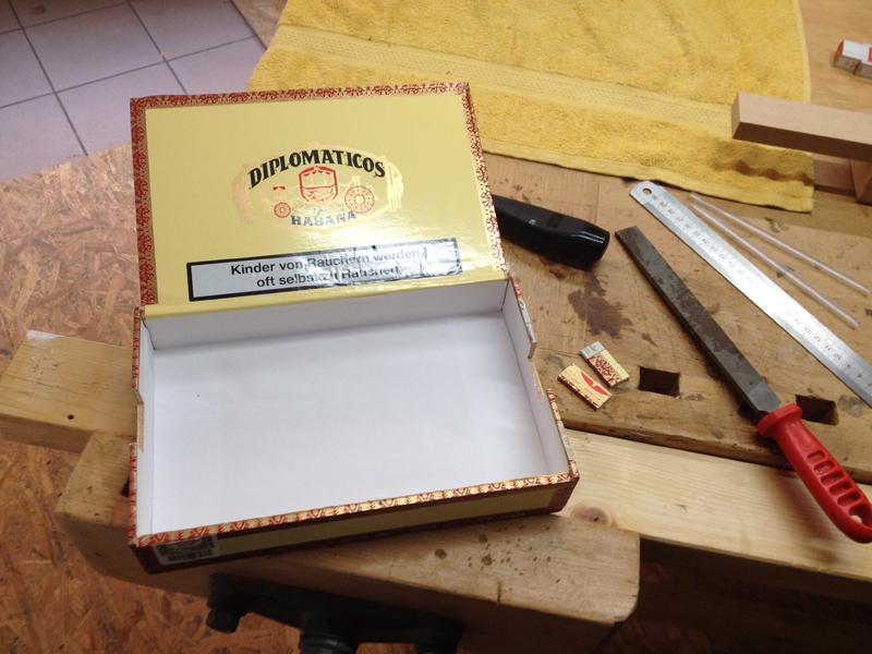 Cigarbox-Guitars, Zigarrenkiste mit Ausklinkungen