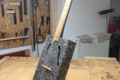 Cigarbox-Guitars, Archivbox-Gitarre fertig