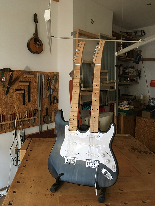 Double-Neck, Front-Ansicht