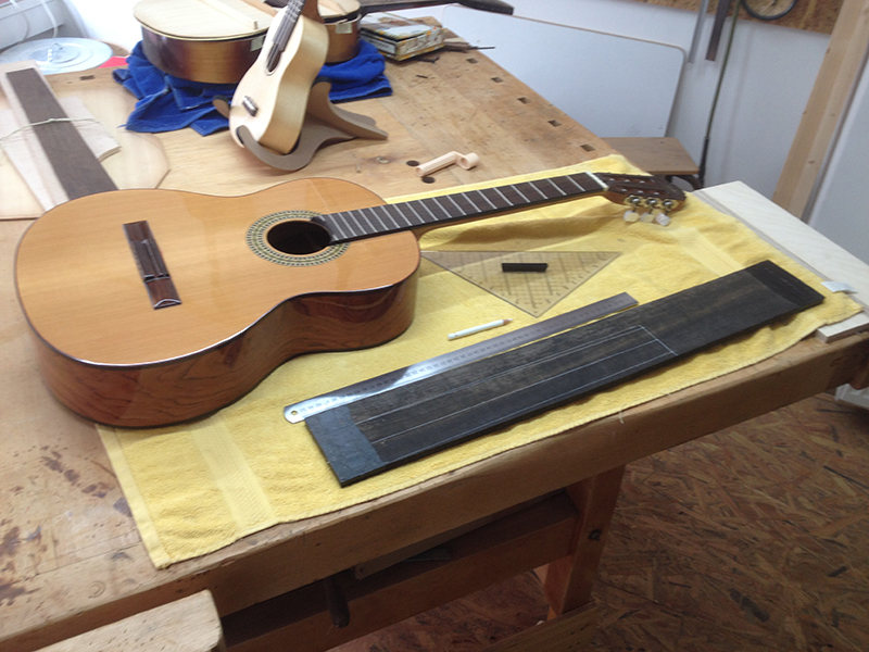 fretless guitar, klassische Gitarre vor dem Umbau