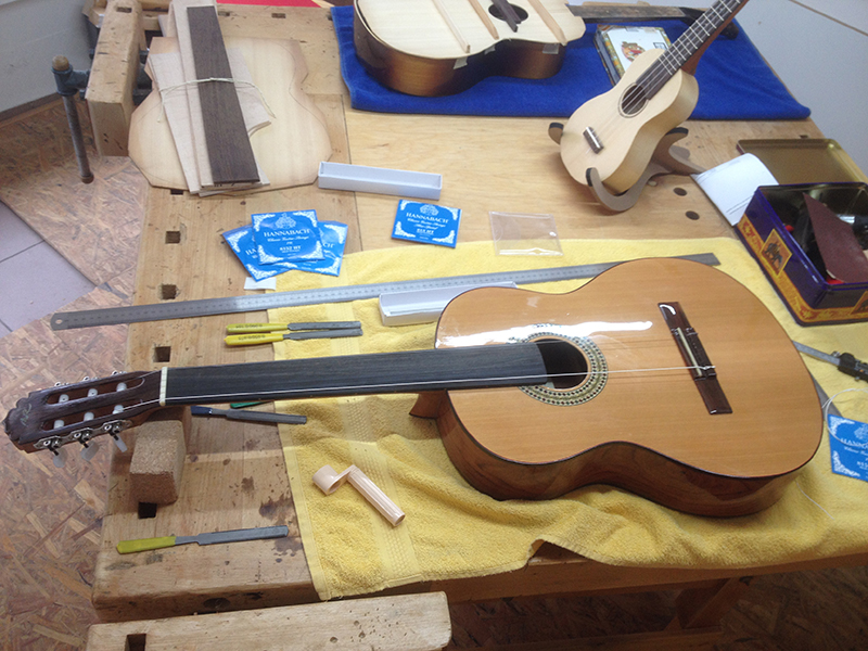 fretless guitar, Saitenlage einstellen