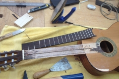 fretless guitar, altes Griffbrett ist abgelöst
