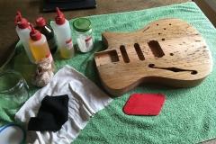 Hollow-Body-E-Gitarre, Body und Utensilien für Schellack-Politur