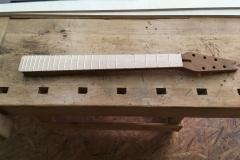 Hollow-Body-E-Gitarre, Hals mit Griffbrett fertig zum Schellack-Polieren