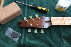 Hollow-Body-E-Gitarre, Kopfplatte mit Mechaniken