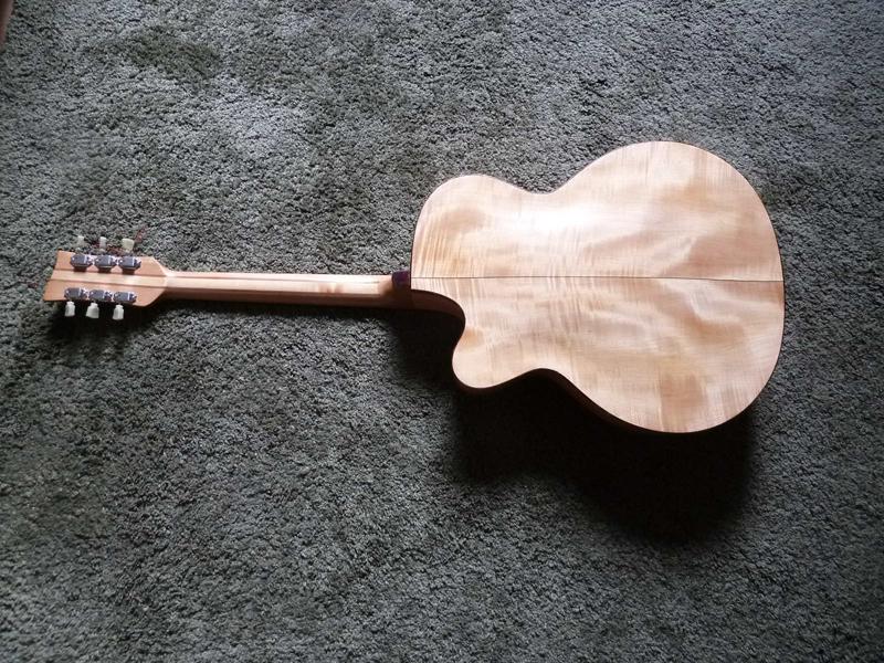 Jazzgitarre restaurieren, fertige Rückseite