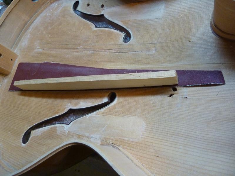 Jazzgitarre restaurieren, fehlende Deckenbalken einpassen, Detail