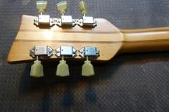 Jazzgitarre restaurieren, Kopf poliert und mit neuen Mechaniken versehen, Rückseite
