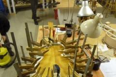 Jazzgitarre restaurieren, Boden wieder anleimen