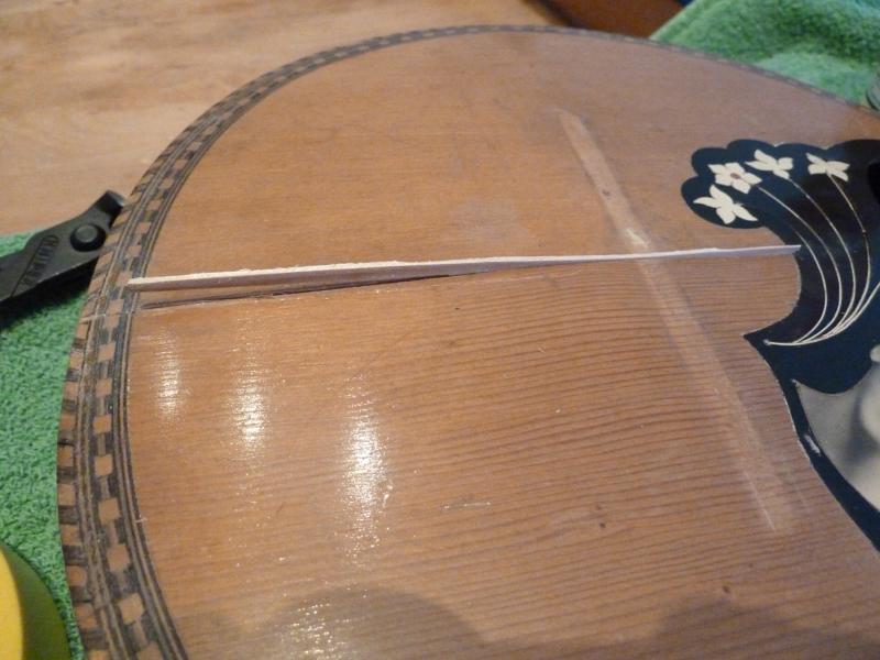 Mandoline restaurieren, Span in Riss einpassen