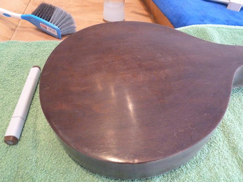 Mandoline restaurieren, Kratzer auf der Rückseite retuschiert