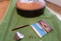 Mandoline restaurieren, Mandoline und wieder einzubauende Einzelteile und Saiten