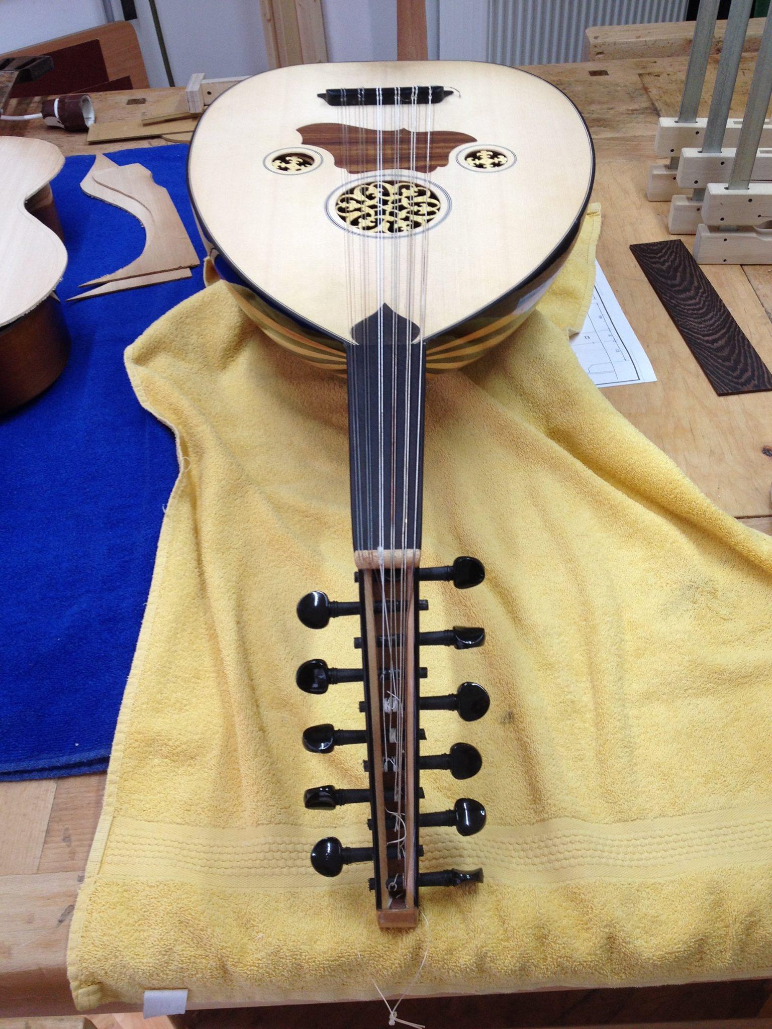 Oud, arabische Laute, Wirbelkasten