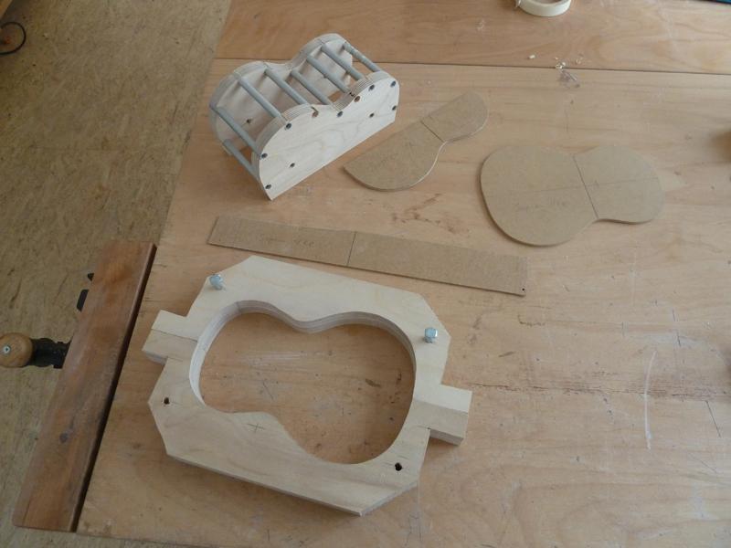 Ukulele bauen, Schablonen und Vorrichtungen