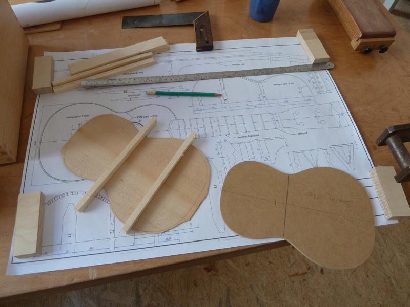 Ukulele bauen, Boden mit Balken versehen