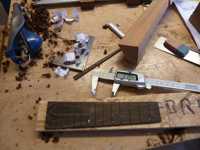 Ukulele bauen, Griffbrett mit Bundschlitzen