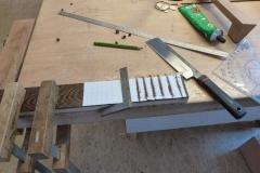 Ukulele bauen, Schlitze für Bünde in Griffbrett sägen