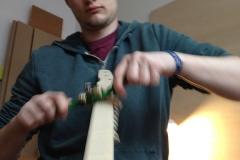 Cigarbox-Guitar, Hals runden