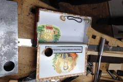 Cigarbox-Guitar, auch innen soll's schön sein